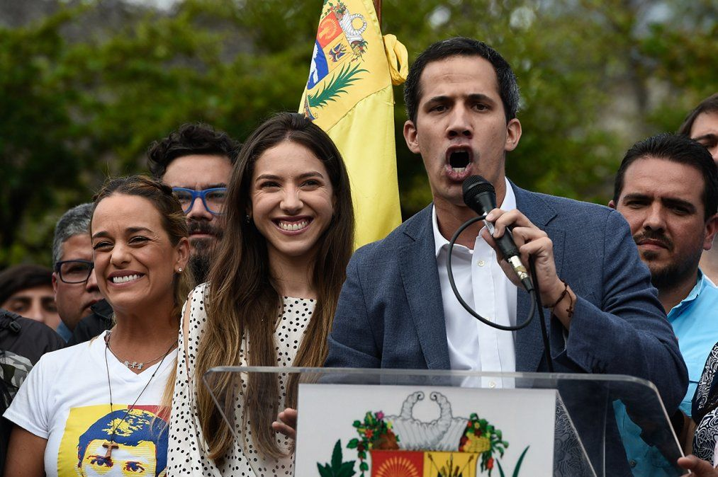 Líder opositor Guaidó reconoce conversaciones con funcionarios del gobierno de Maduro