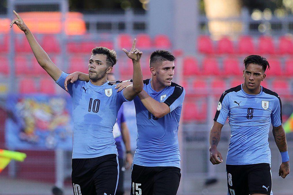Uruguay ganó con gol de Schiappacasse y clasificó al hexagonal final