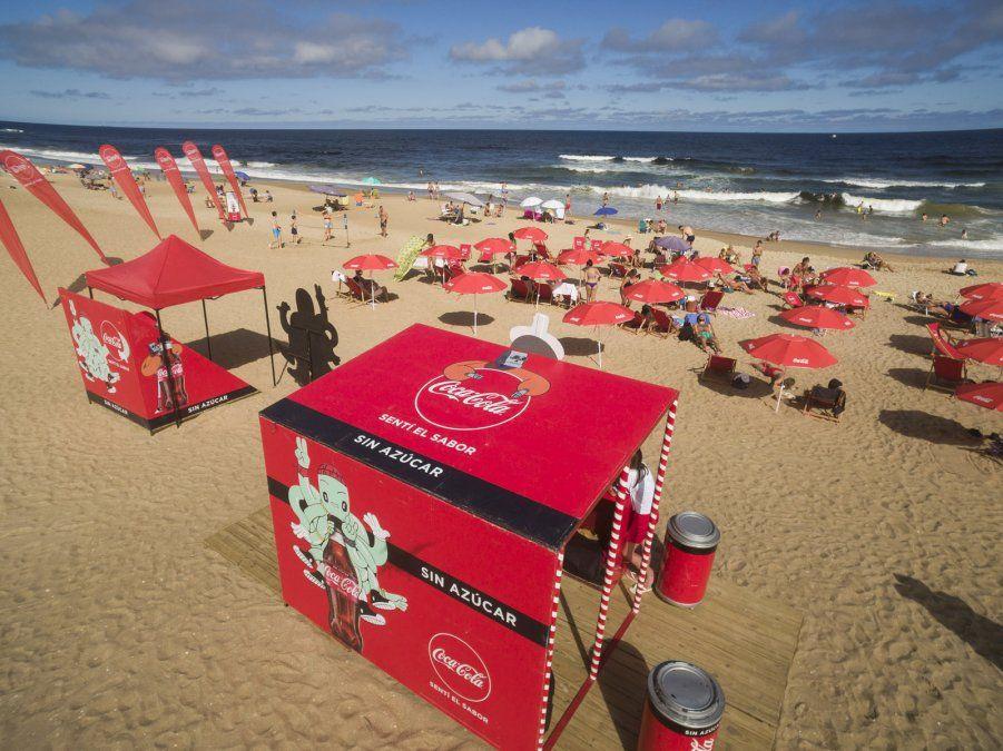 Coca-Cola FEMSA Uruguay recorre las playas de la costa uruguaya llevando frescura, sabor y diversión