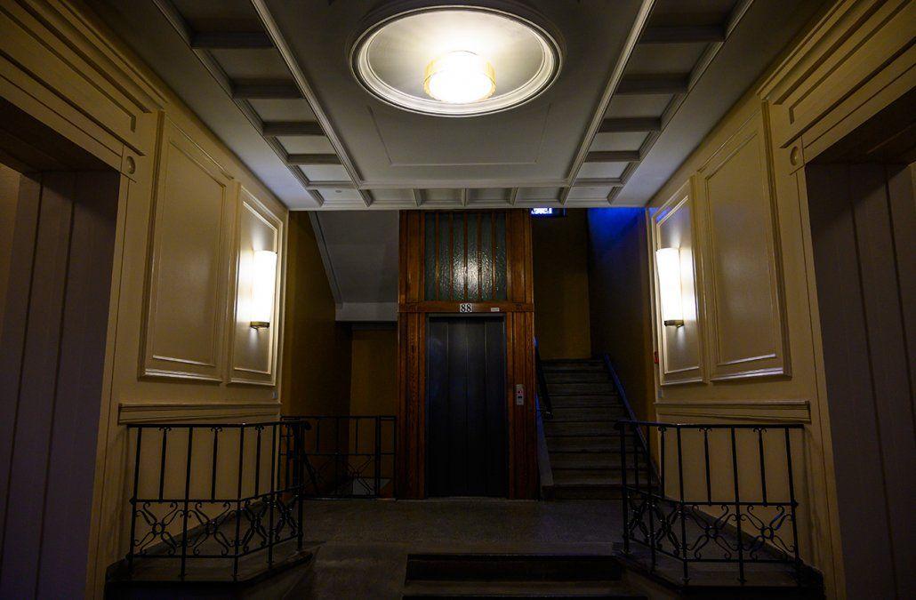 Una mujer pasó tres días encerrada en un atascado ascensor de Nueva York