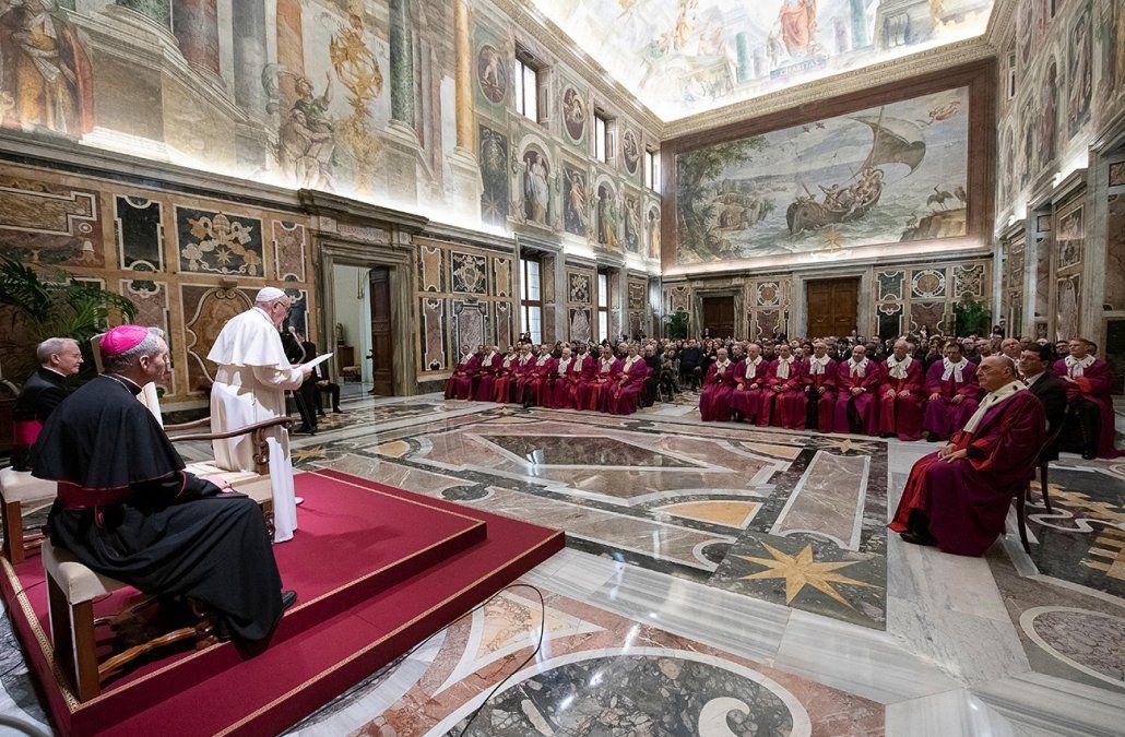 Alto dirigente del Vaticano dimite tras ser acusado de acoso sexual por una exmonja