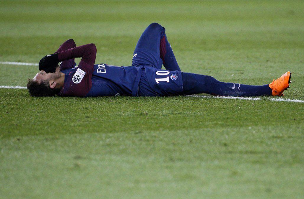 Neymar estará fuera de las canchas más de dos meses por su lesión en el pie
