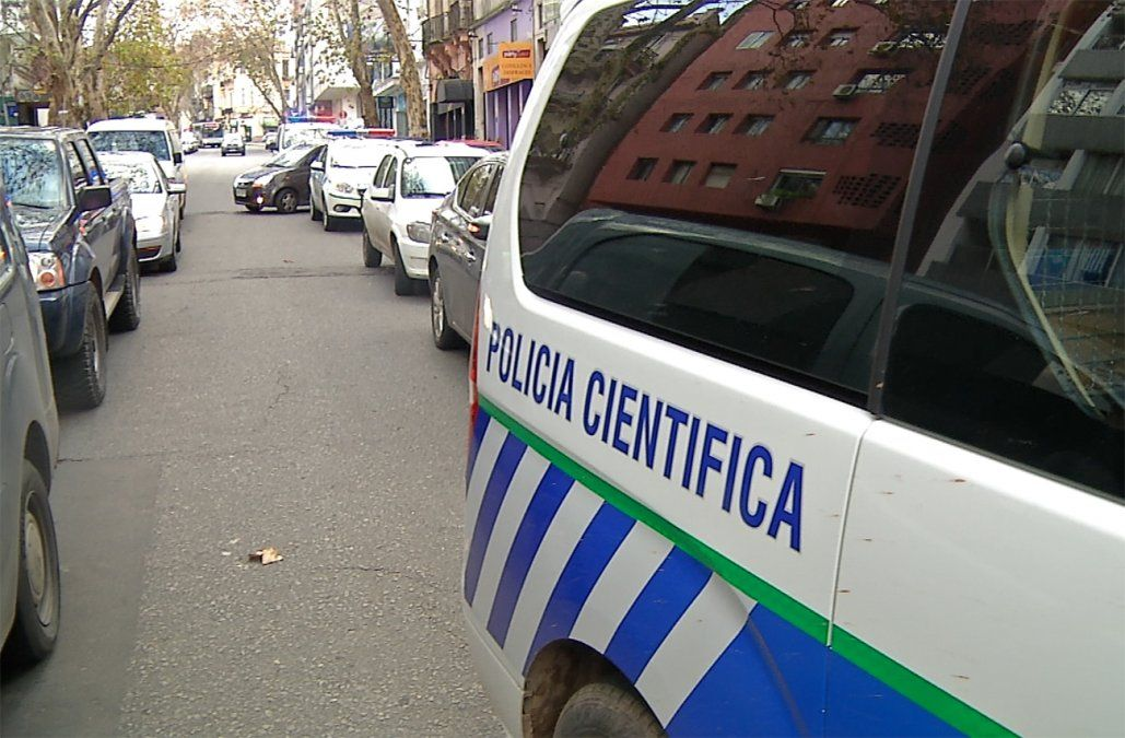 Hallan huellas del presunto sicario en auto del hermano del policía ejecutado