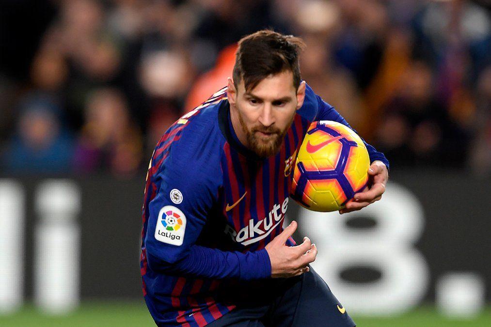 Messi tuvo una pequeña molestia y genera dudas para los partidos ante Real Madrid