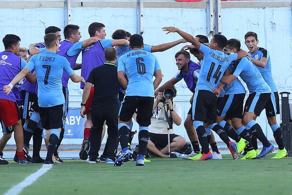 Uruguay le ganó un partidazo a Brasil3-2 y se acerca al mundial de Polonia