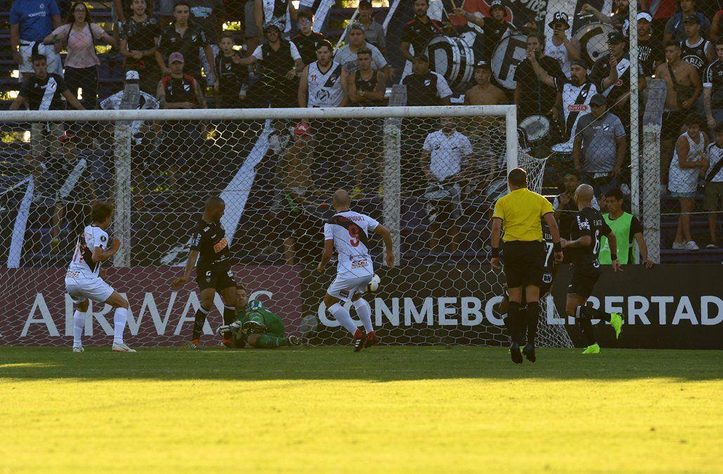 Danubio empató 2-2 ante Atlético Mineiro en el Franzini