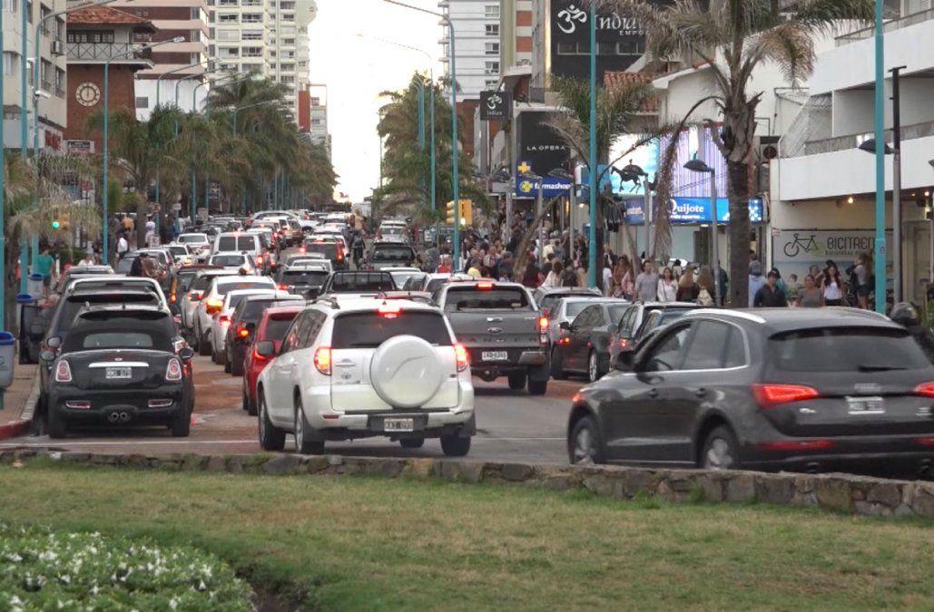 La llegada de argentinos en enero cayó 41%, según datos de Migración