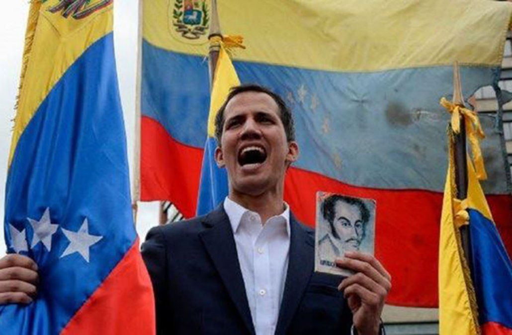 Guaidó también enarbola a Simón Bolivar