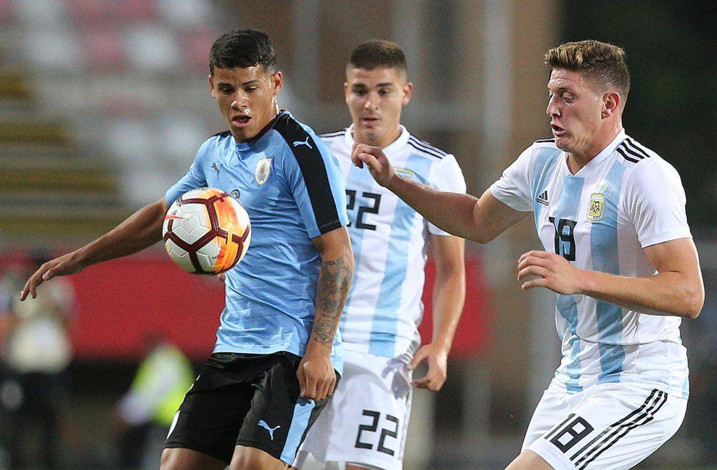 Uruguay perdió con Argentina 1-2 y aplaza su clasificación al mundial de Polonia