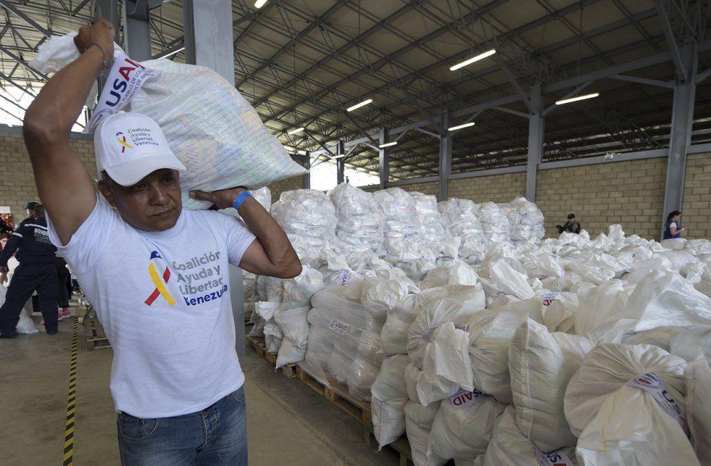 Maduro cierra la puerta y asegura que impedirá el show de la ayuda humanitaria