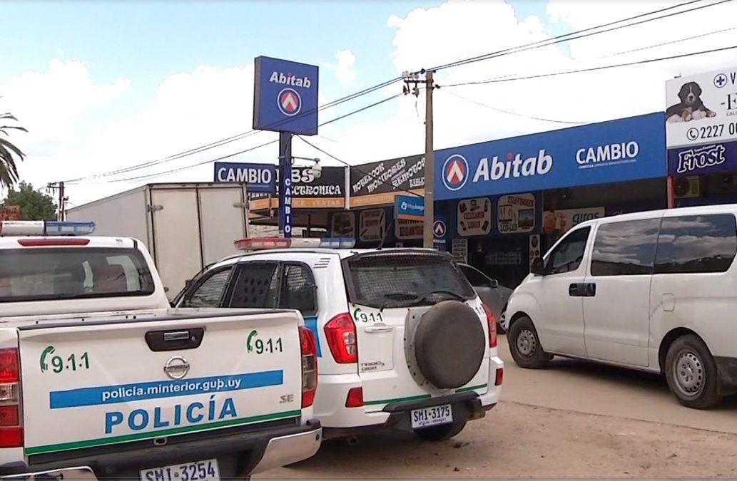Quisieron robar un Abitab y el sistema de seguridad bloqueó las puertas