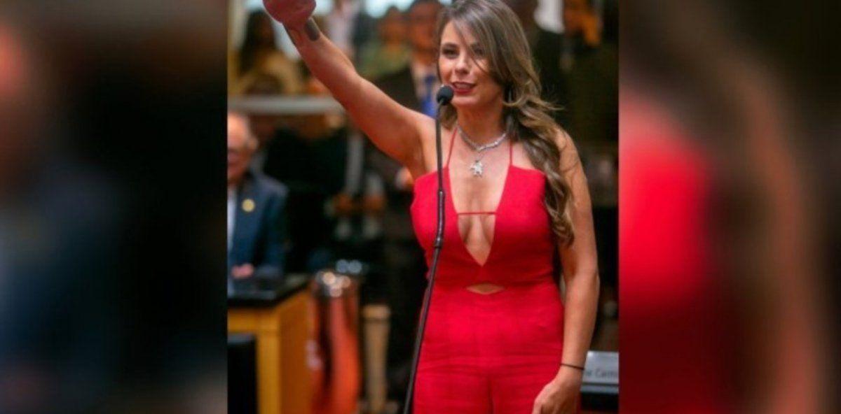 Paulinha Da Silva cree que su escote se usó con fines políticos