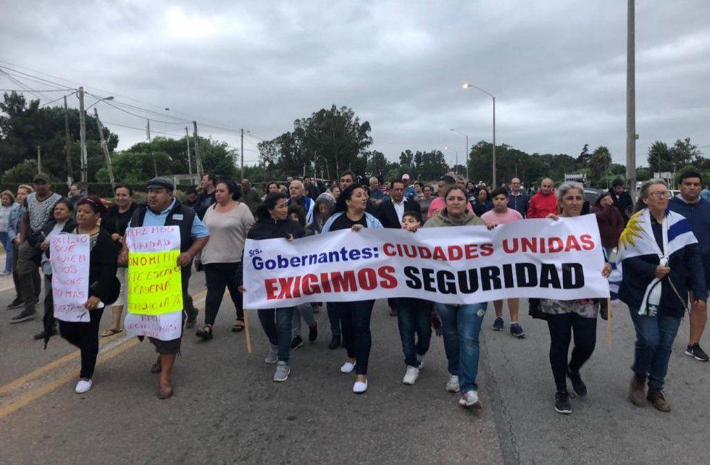Un delincuente muerto y dos detenidos tras asalto a una agencia de quinielas en Suárez