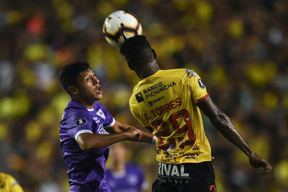 Defensor clasificó a la siguiente fase de la copa, a pesar de caer 0 -1 con Barcelona