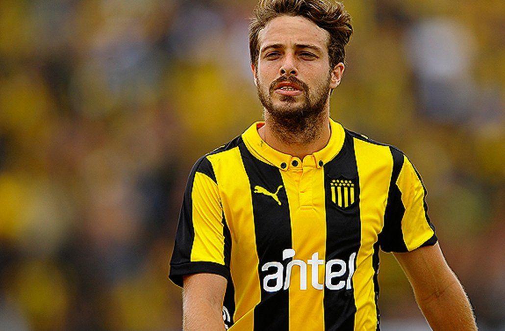 Maxi regresa a Peñarol a los 28 años. Viene del fútbol chileno. Será compañero otra vez de su hermano Gastón. Debe pasar la revisión médica