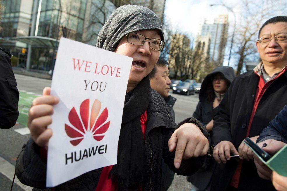 Huawei fue fundada por miembros del Ejército chino y hoy es la segunda empresa del mundo en materia de confección de celulares desplazando a la coreana Samsung.