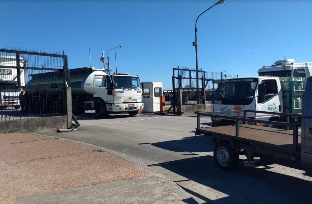 Bloquean salida de combustible de La Tablada y la medida puede provocar escasez