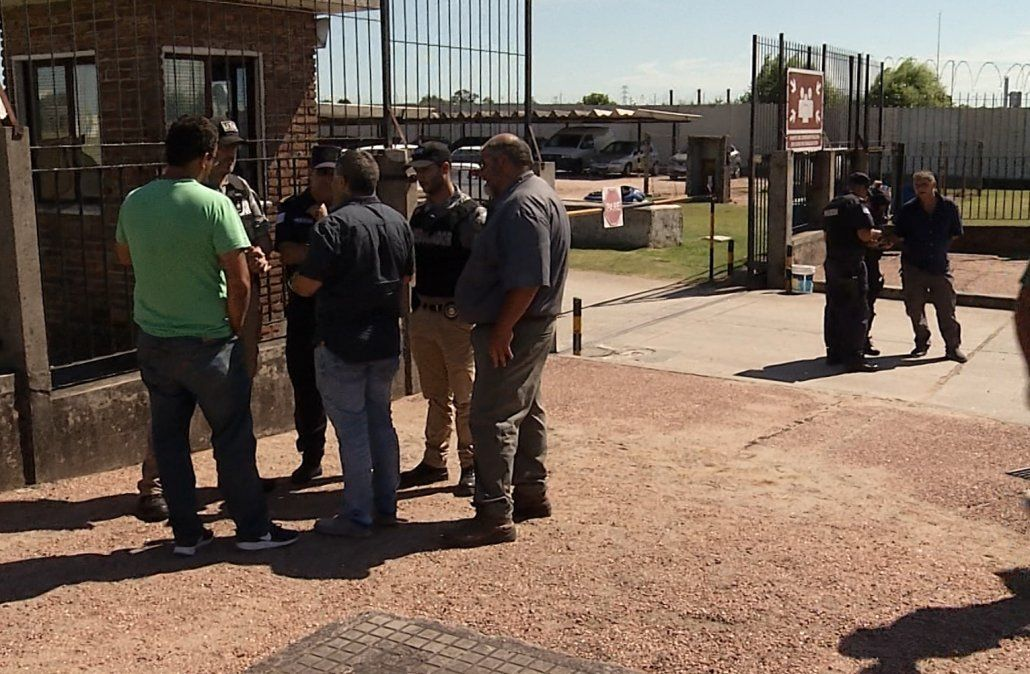 Fin del bloqueo: camiones comenzaron a cargar combustible en La Tablada