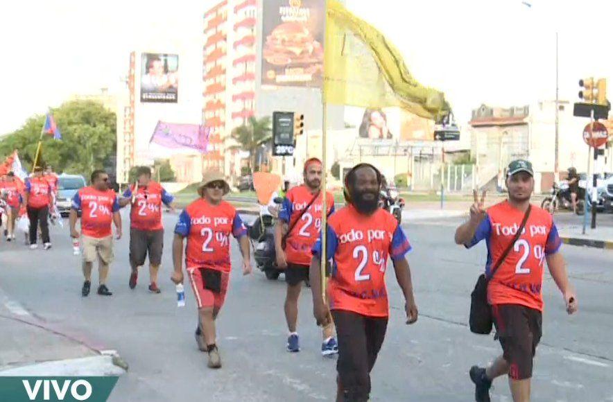 Cooperativistas de Fucvam marchan a pie hacia Punta del Este donde harán una movilización