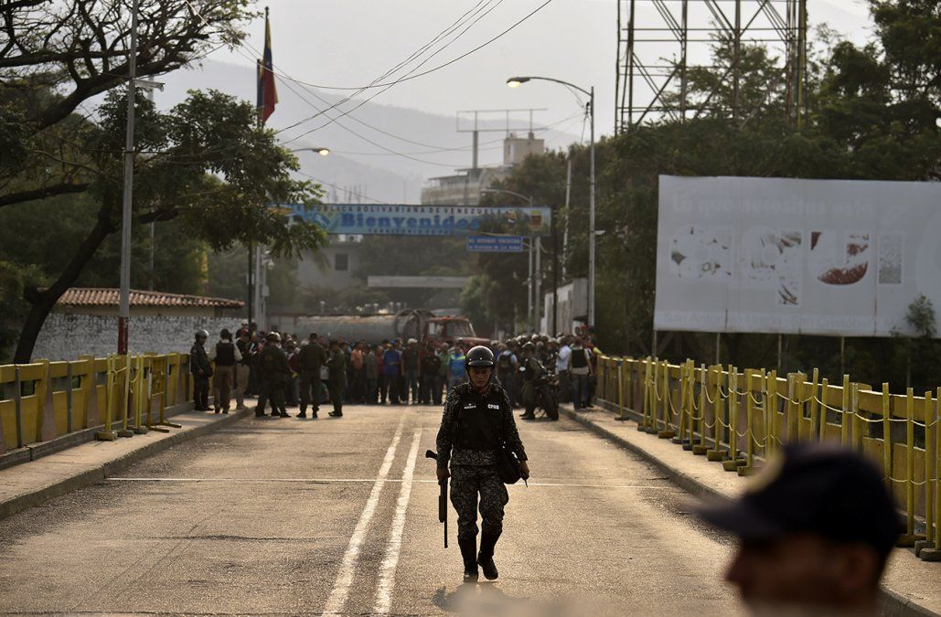 Ayuda humanitaria va camino a Venezuela, anuncia Guaidó desde Colombia
