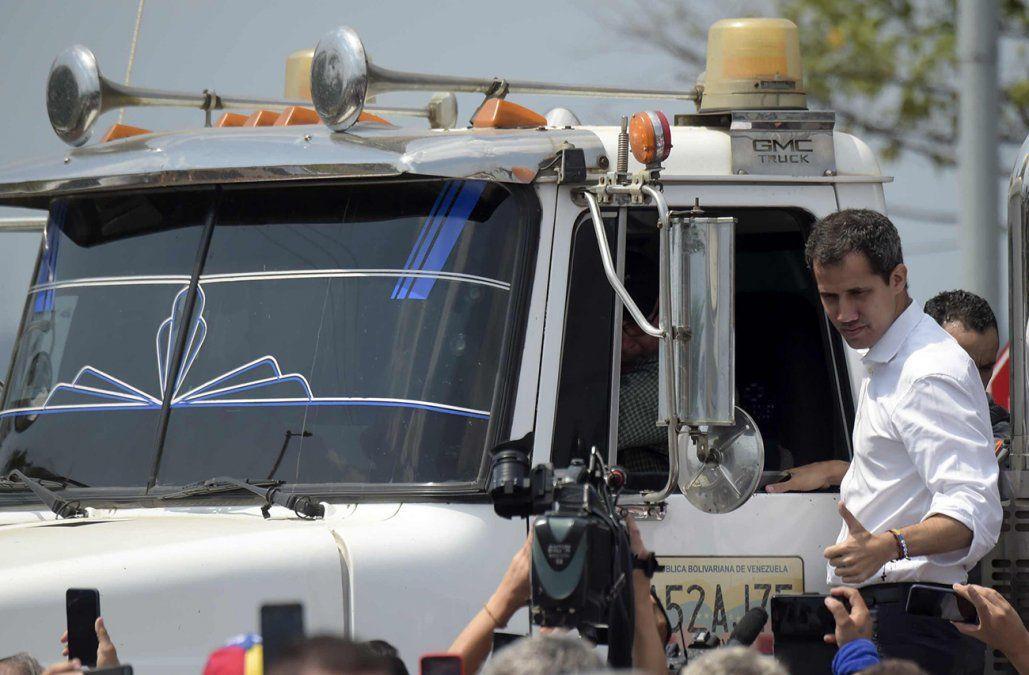 Guaidó anunció en Twitter el inicio del ingreso de ayuda internacional a Venezuela