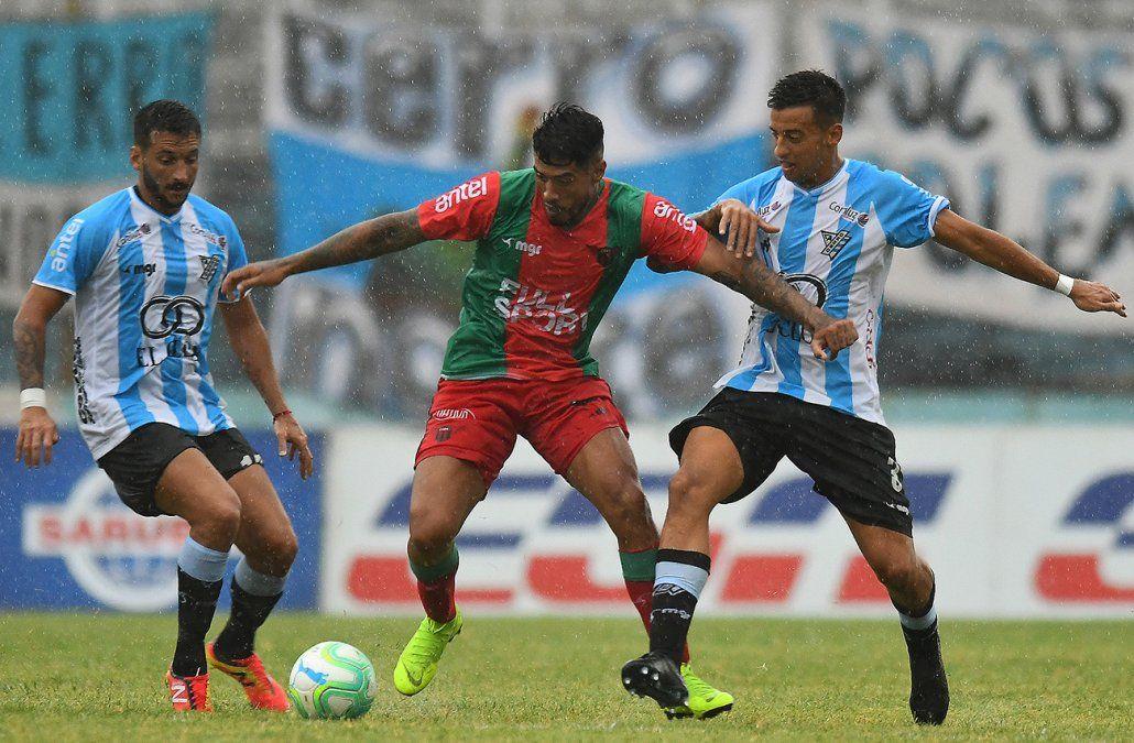 Peñarol goleó a Rampla Jrs. 5-0 en el Campeón del Siglo