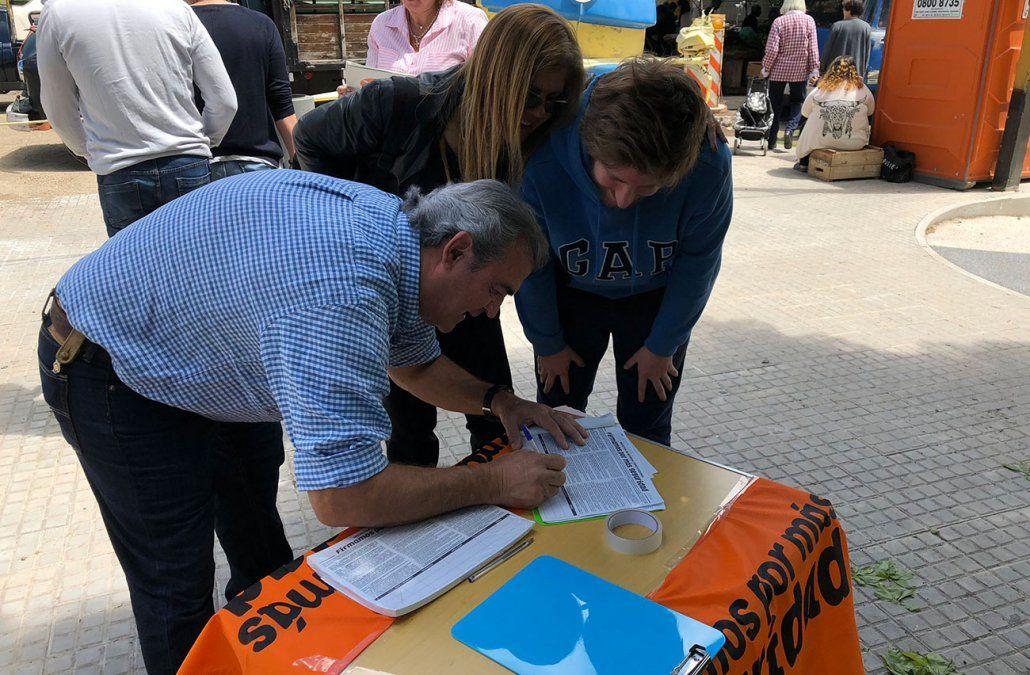 Larrañaga entrega este lunes más de 400.000 firmas en busca de una reforma constitucional