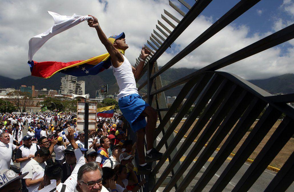 Guaidó, EEUU y aliados definen acciones para forzar salida de Maduro del poder