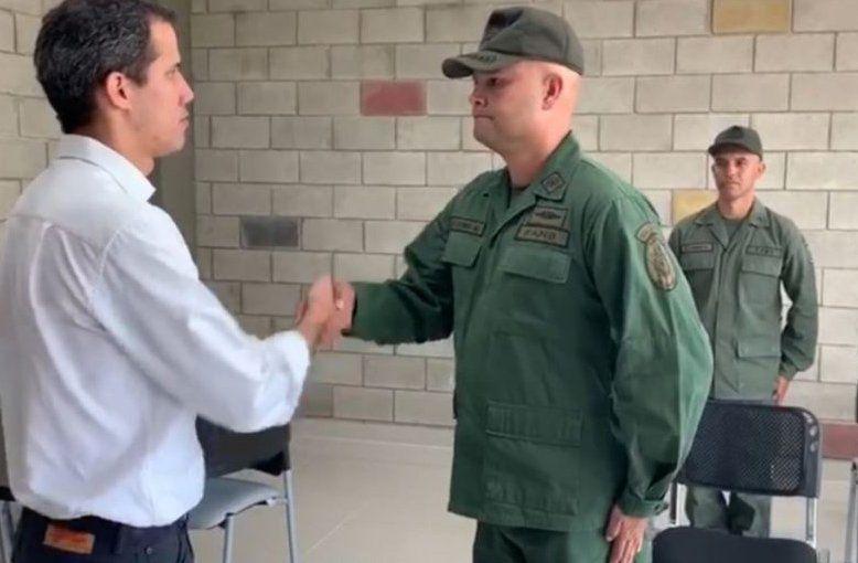 Militares desertores se presentan ante Juan Guaidó