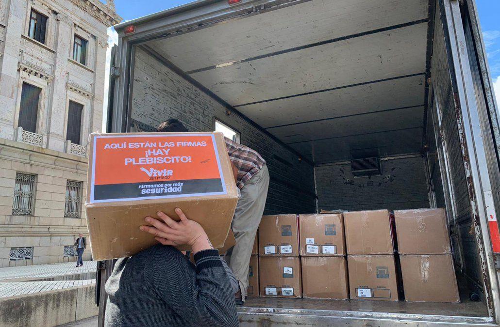 Larrañaga presentó más de 400.000 firmas a la Corte Electoral para que haya plebiscito