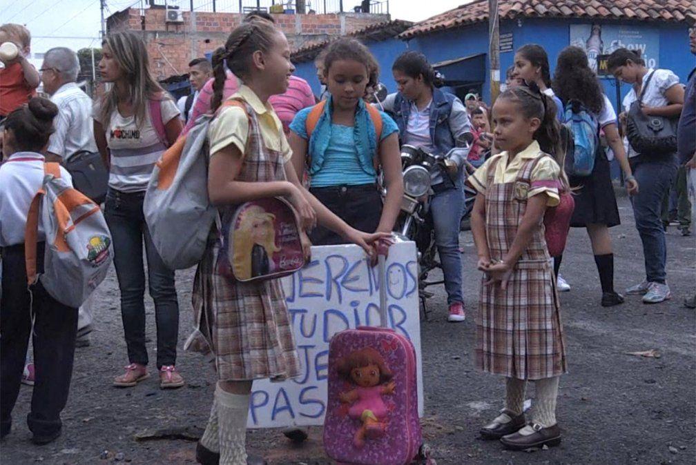 Niños venezolanos piden reabrir frontera para ir a la escuela
