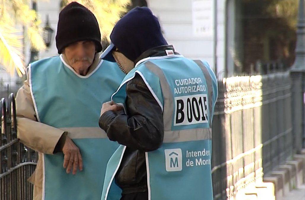 Inspectores y policías recorren la ciudad para desalojar a cuidacoches no habilitados