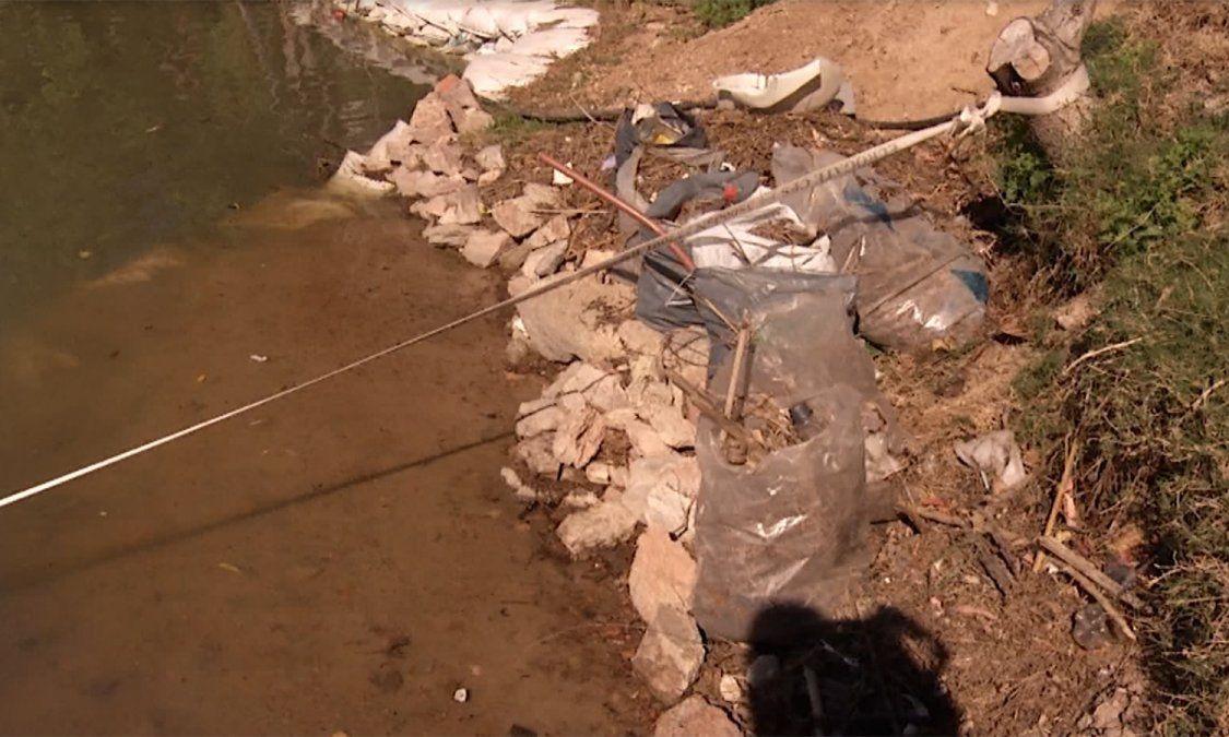 Vecinos de Shangrilá denuncian a empresa privada por tirar basura en el lago de los pescadores