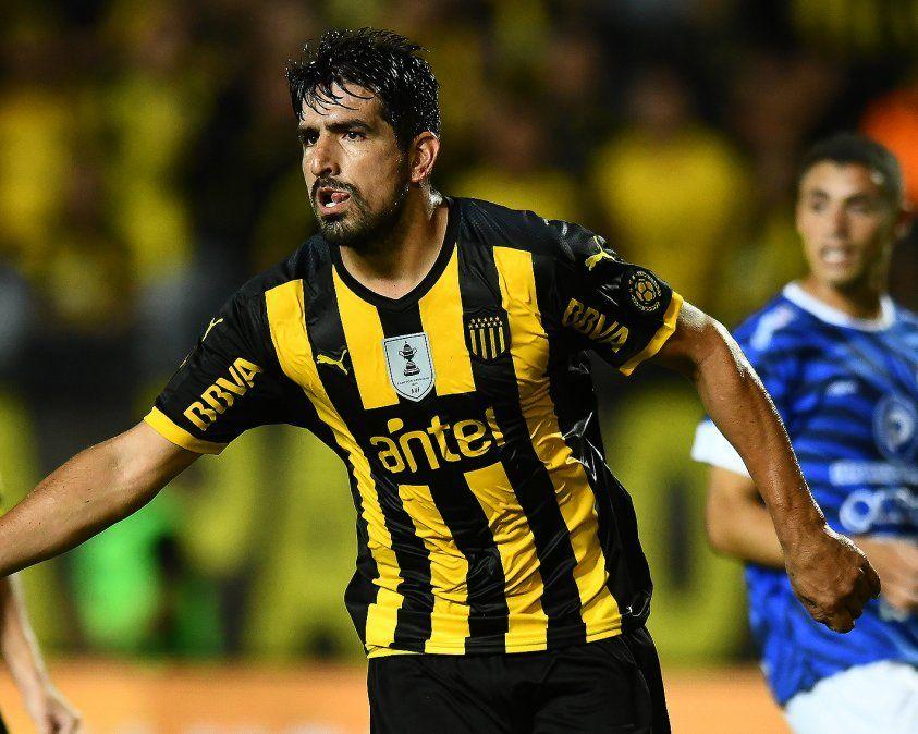 Viatri volvió a ser titular y estuvo a la altura: dio pases gol y convirtió el penal que dio vuelta el partido
