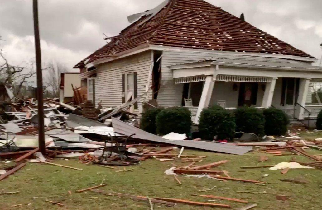 Tornado mata a al menos 23 personas en Estados Unidos