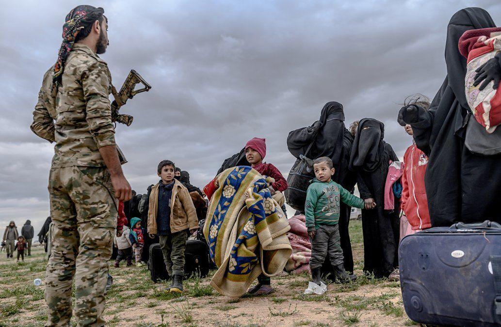 Continúa la evacuación de civiles del último reducto del Estado Islámico en Siria