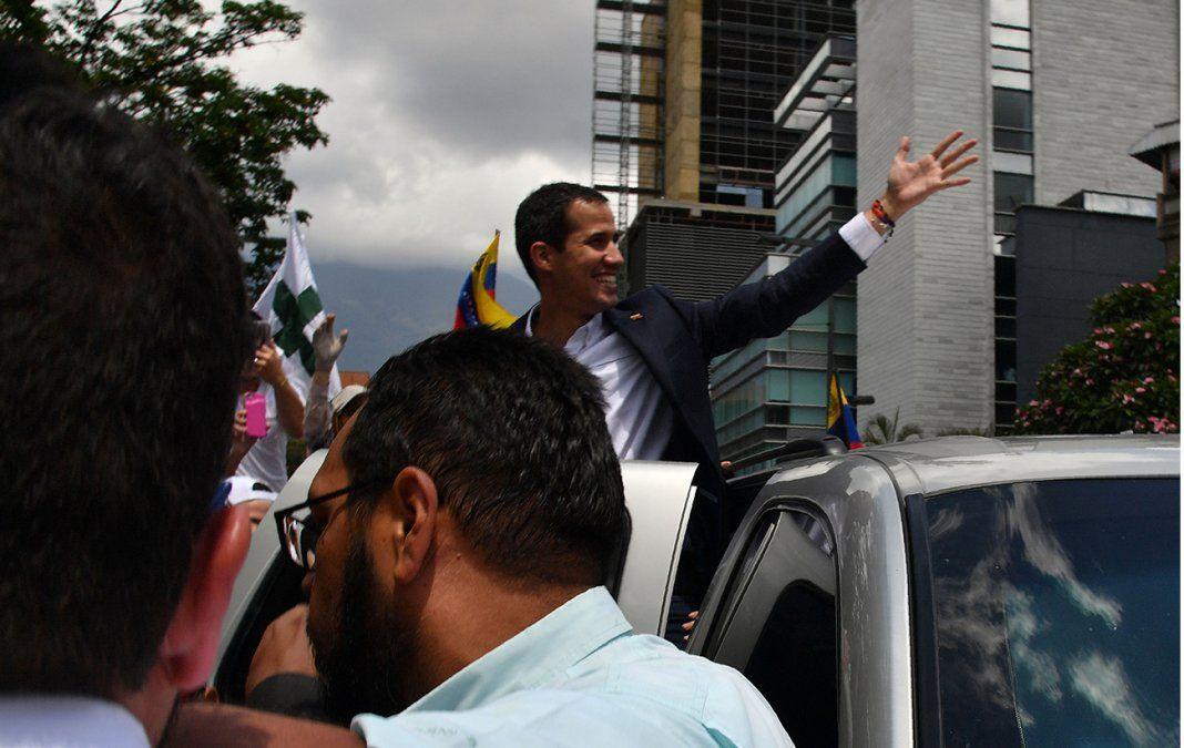 Guaidó volvió a Venezuela y desafió a Maduro al encabezar un acto masivo en Caracas