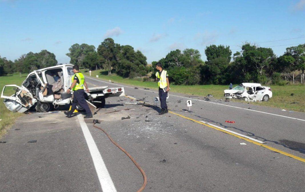 Dos muertos en choque frontal entre camión y auto en ruta 9