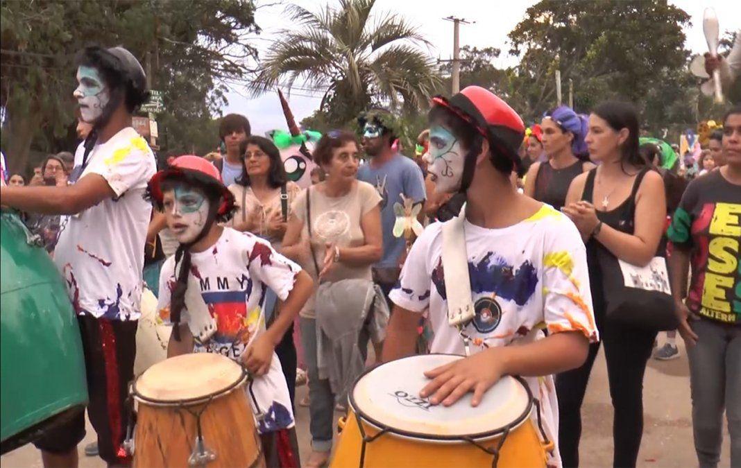El carnaval de La Pedrera volvió a ser de la familia, con niños, jóvenes y adultos