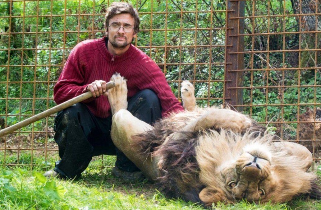 Un hombre de 34 años murió atacado por un león al que criaba sin autorización