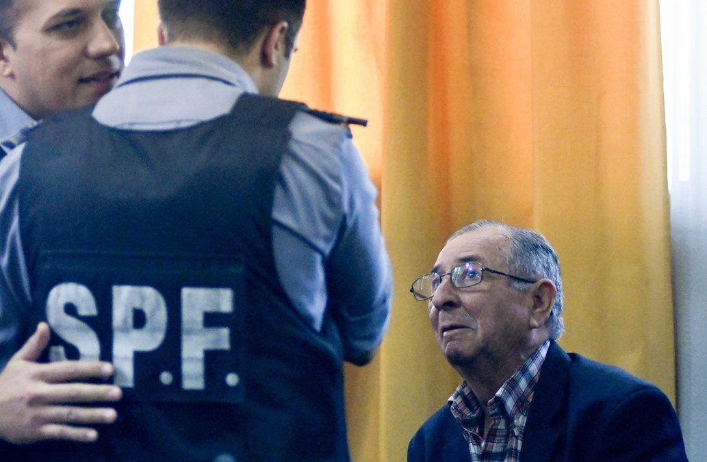 Condenan a un ex militar y a padres adoptivos por robo de un bebé en dictadura argentina