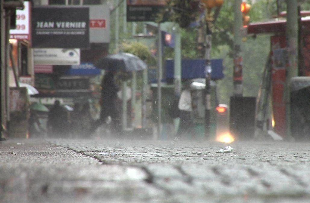 Alerta amarilla por tormentas fuertes y lluvias intensas para gran parte del país