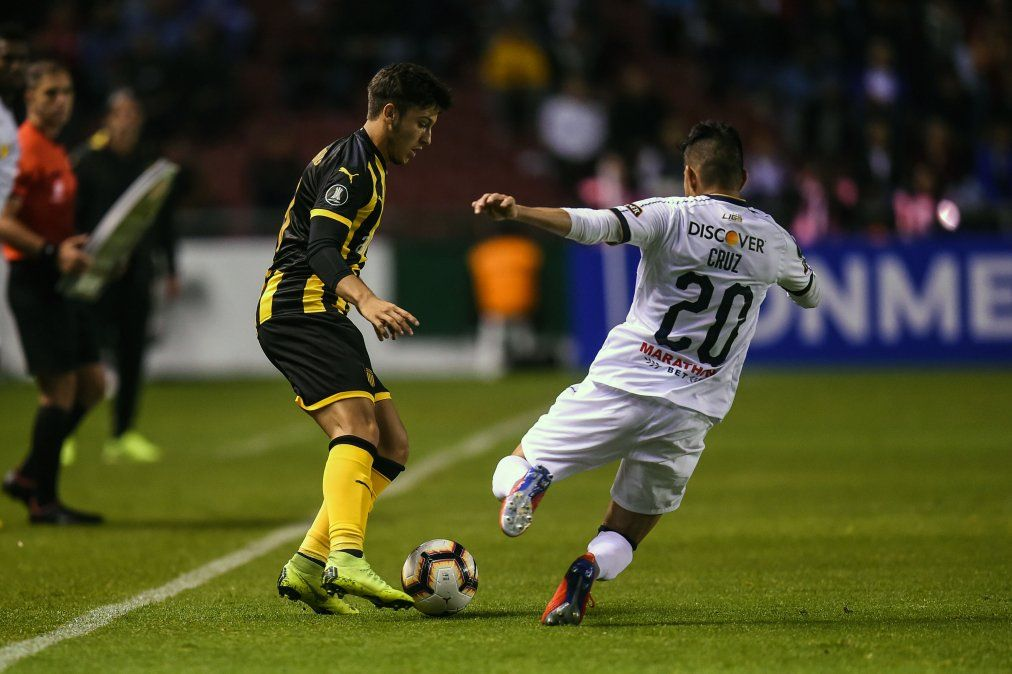 Peñarol se estrenó con derrota ante Liga de Quito por la Copa Libertadores