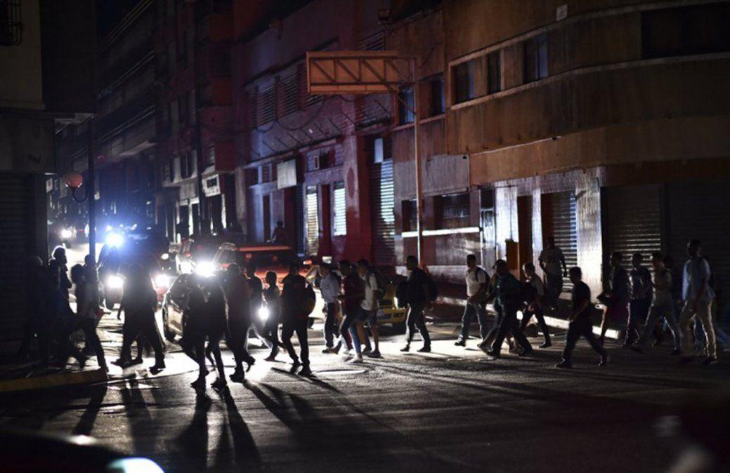 Apagón en todo Venezuela: el presidente Maduro denuncia que se trata de un sabotaje