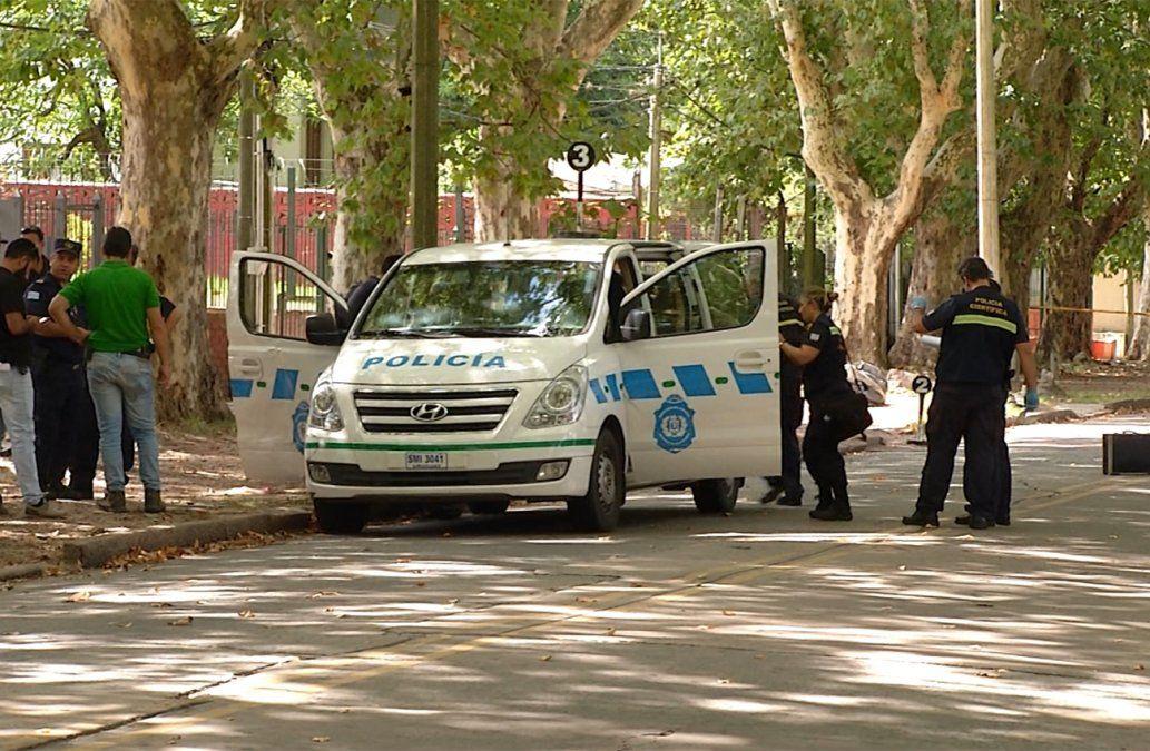 Foto: el delincuente le sacó el arma a un policía cuando era trasladado en esta camioneta y otro agente lo mató.