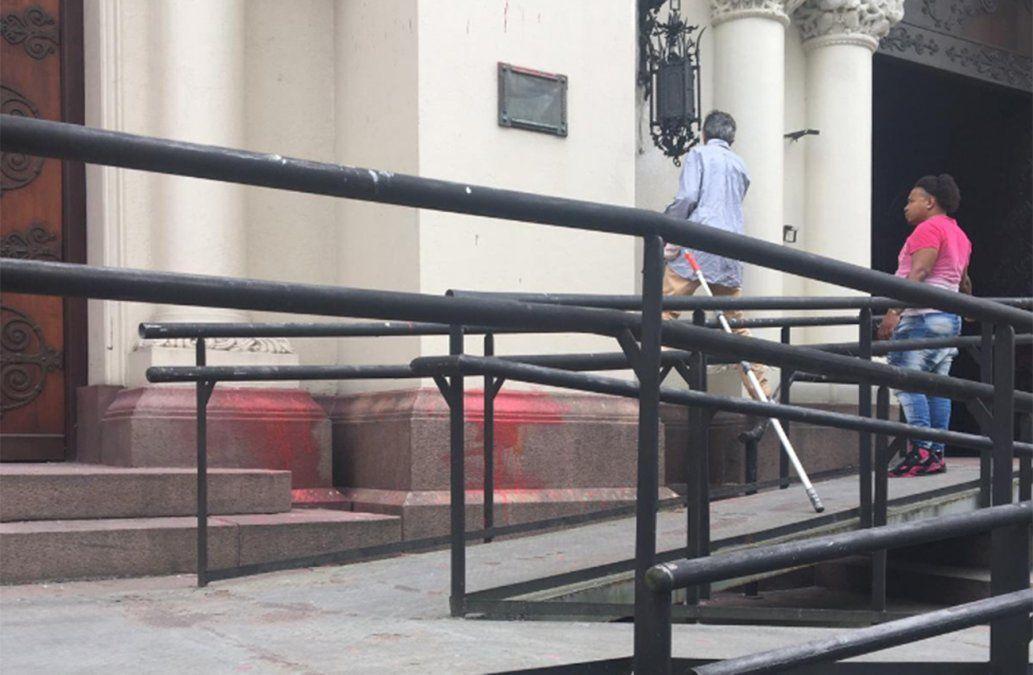 Cardenal Sturla lamenta el silencio atronador de políticos y gobierno tras vandalismo