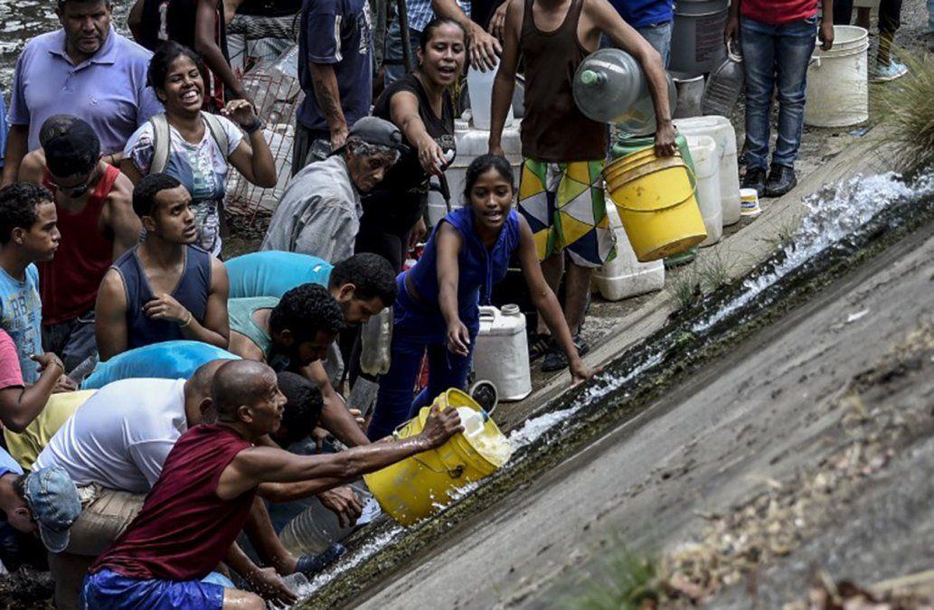 Venezolanos desesperados por agua tras seis días de apagón