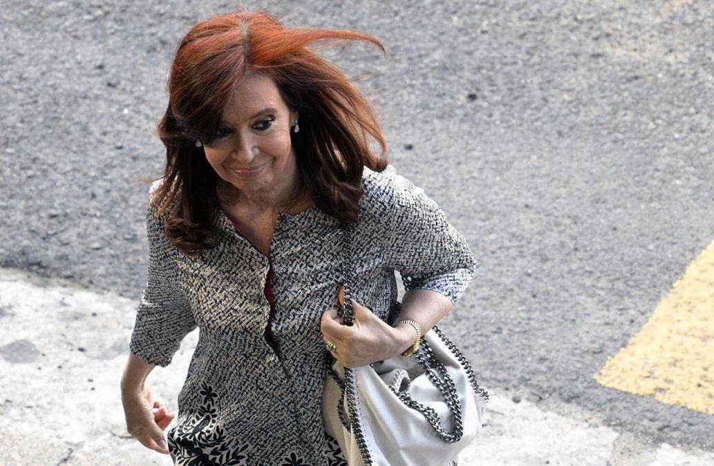 Expresidenta argentina Kirchner viaja a Cuba por salud de su hija