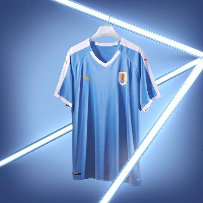 Puma presentó la nueva camiseta de Uruguay, con un diseño icónico