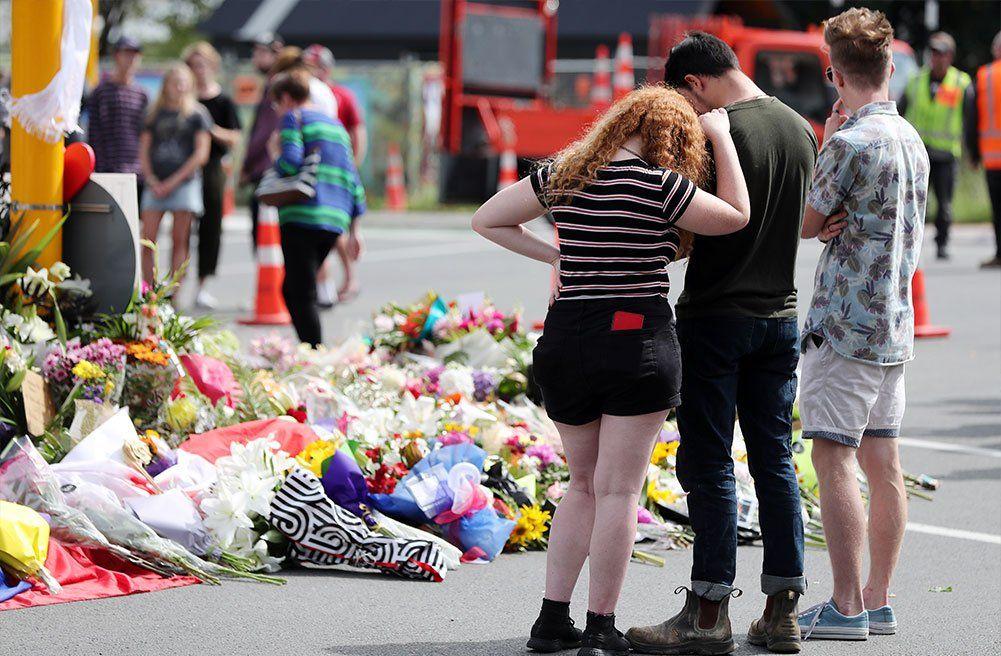 Autor de la masacre de Nueva Zelanda imputado por asesinato de 49 personas